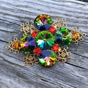 Brooch with nice color rivoli stones